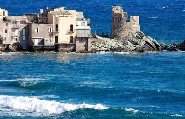 Méditerranée : rafales tempétueuses, trombes marines